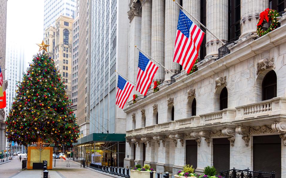 El dólar se debilita en la semana de Navidad